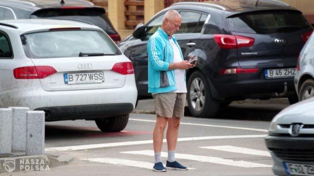 Zakaz używania telefonów na przejściach dla pieszych