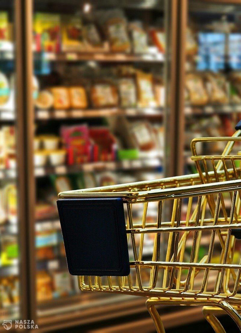 Raport: w maju ceny w sklepach spożywczych wzrosły średnio o ponad 5 proc.