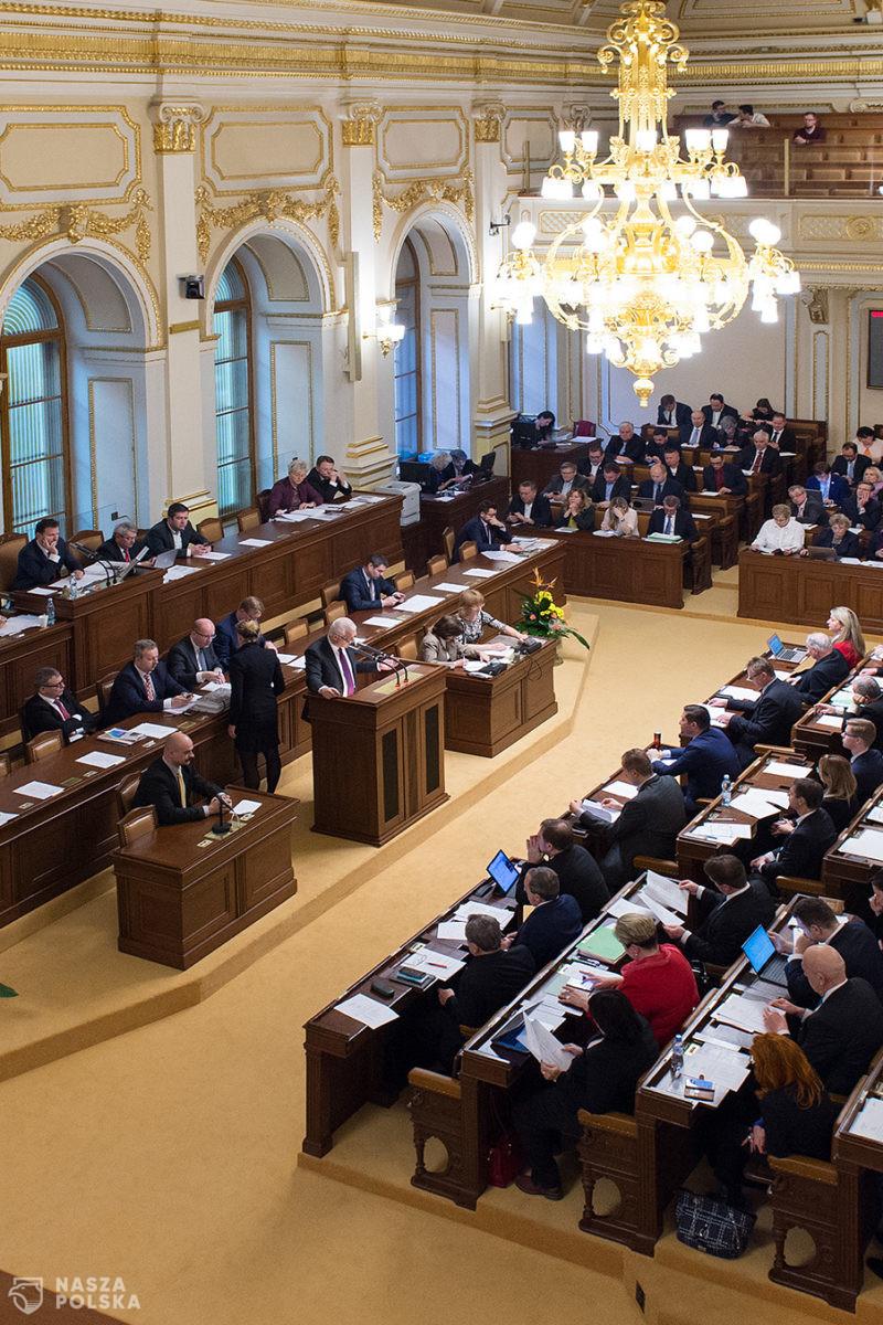 Czechy/ Szarpanina w parlamencie podczas debaty o przedłużeniu stanu wyjątkowego