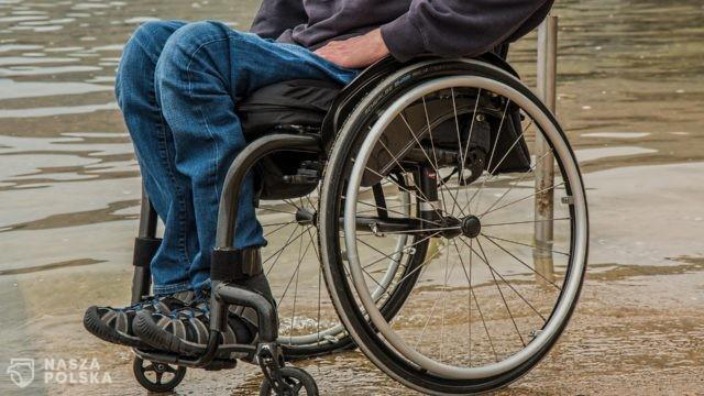 Rząd dofinansuje transport niepełnosprawnych na szczepienie