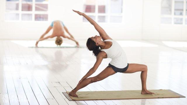Aktywność fizyczna podczas lockdownu: można ćwiczyć jogę i zapisać się do związku sportowego