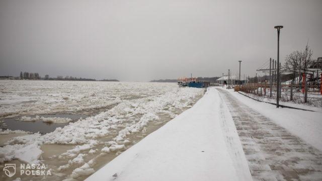 Płock/ Nadal rośnie poziom Wisły, sytuacja pogarsza się – powodem zator lodowy na rzece