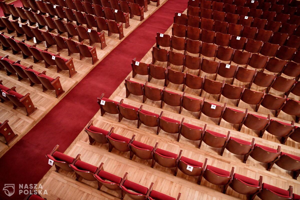 Rząd przyspiesza otwarcie kin, filharmonii i teatrów