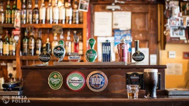 W.Brytania/ Prawie 49,5 mln litrów piwa zmarnuje się w wyniku zamknięcia pubów