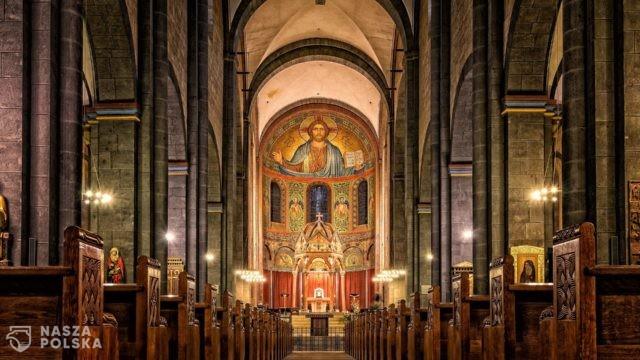 Niedzielski chce zamknąć kościoły na Wielkanoc?