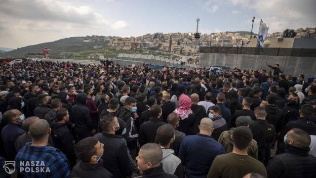 Setki Palestyńczyków protestuje przeciwko brutalności izraelskiej policji