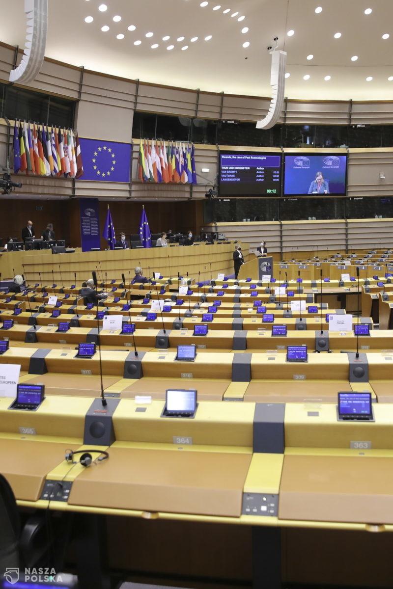 Europarlament przyjął rezolucję, domagając się powszechnego dostępu do aborcji