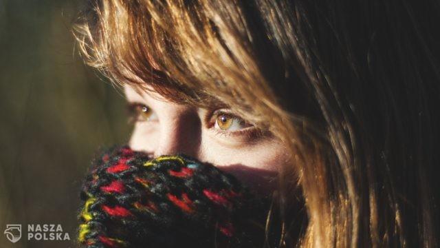 Ministerstwo Zdrowia: osłony nosa i ust, jak szaliki i przyłbice, są nieskuteczne
