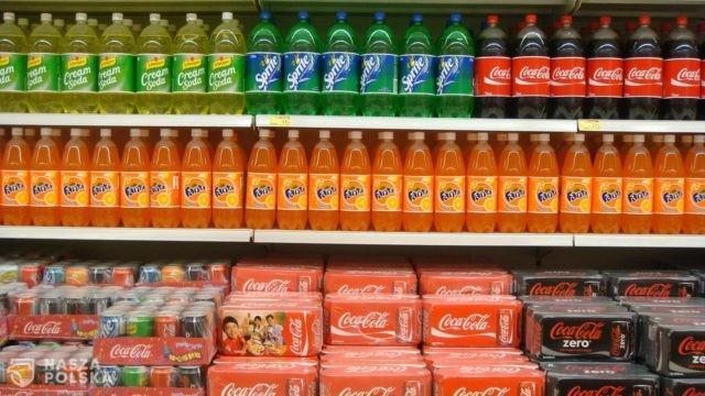 Po wejściu w życie opłaty cukrowej sprzedaż napojów bezalkoholowych spadła o 16 proc.