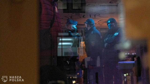 """Policja zabrała im alkohol, sanepid zakazał """"gromadzenia osób"""". Właściciel: """"Chyba zamknę lokal"""""""