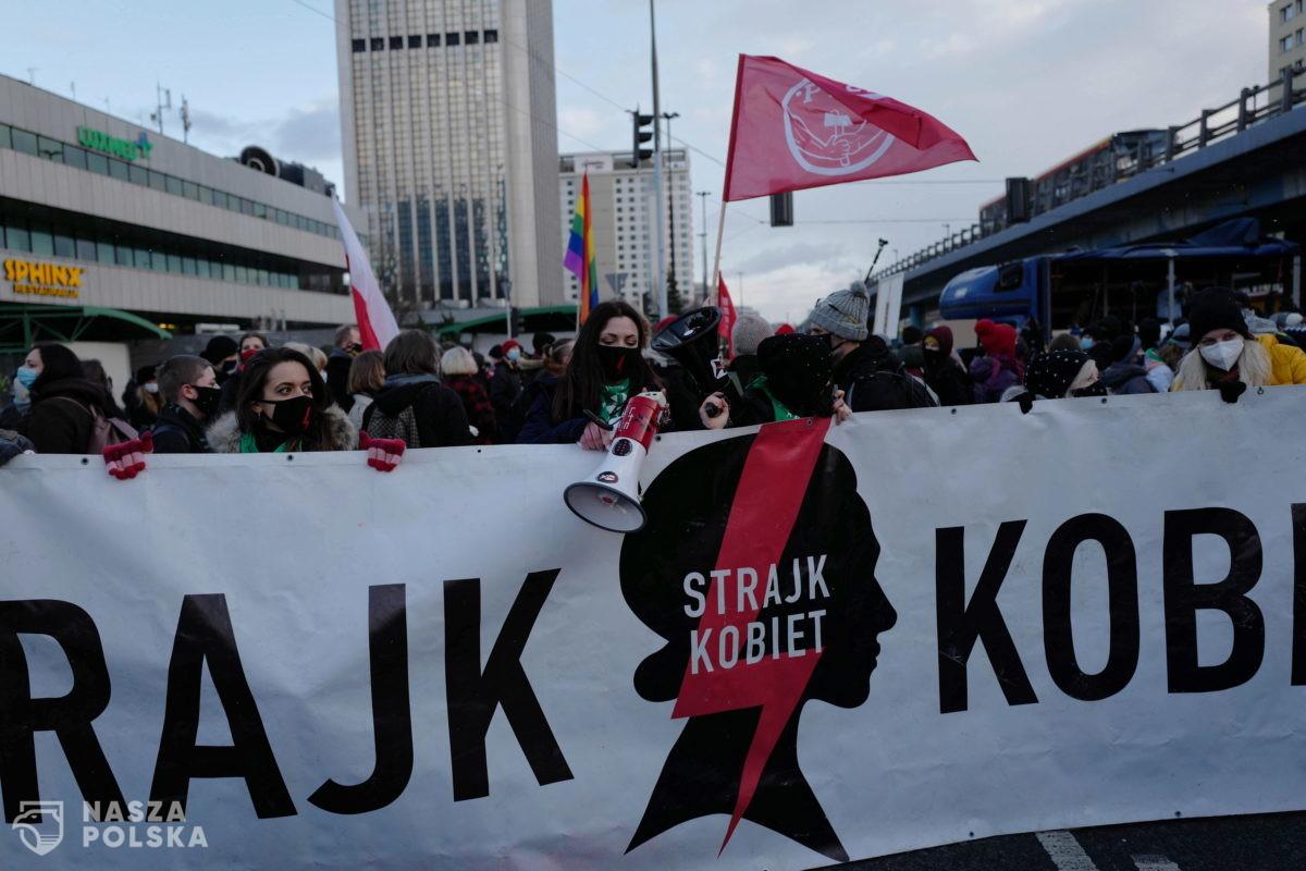 Trwa protest tzw. Strajku Kobiet w Warszawie; manifestacje też w innych miastach