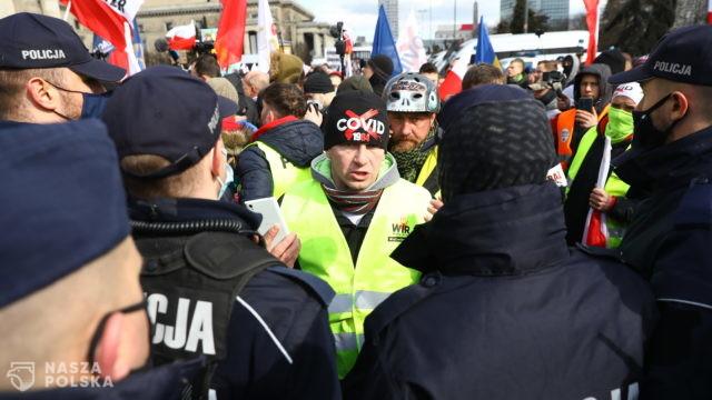 Policja będzie ścigać osoby łamiące restrykcje. Dodatkowe siły skierowano na osiedla