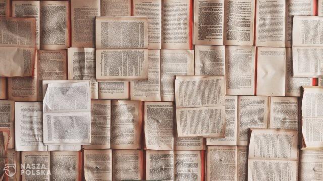 W czasie pandemii Polacy chętniej sięgają po książki