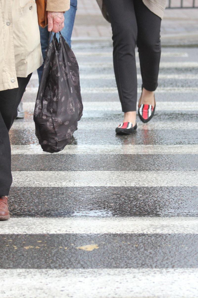 Prezydent podpisał ustawę wprowadzającą m.in. zasadę pierwszeństwa pieszych przy wchodzeniu na pasy
