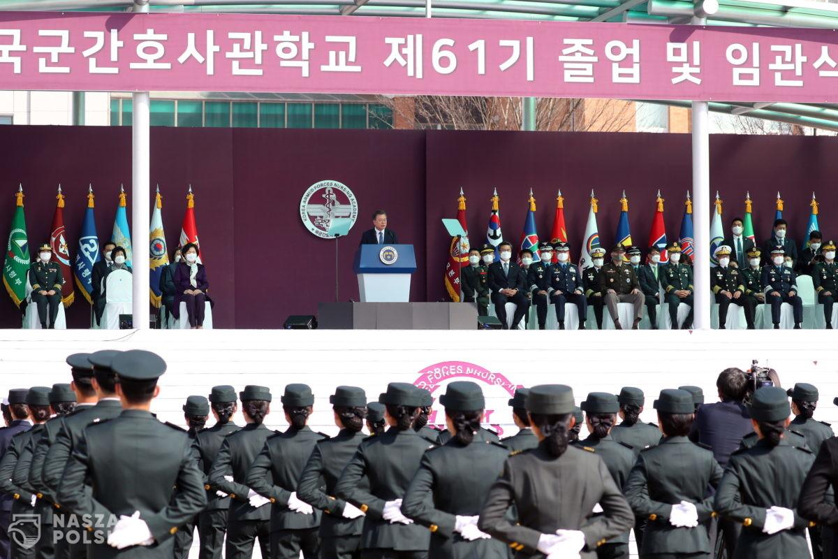 """Koreańska policja aresztuje za plotki na temat """"chipów w szczepionkach"""""""