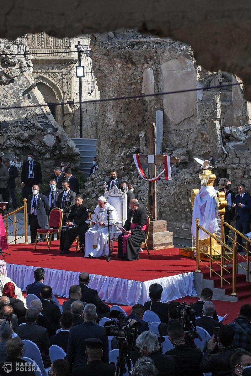Irak/ W zniszczonym przez dżihadystów Mosulu papież modlił się za ofiary wojny