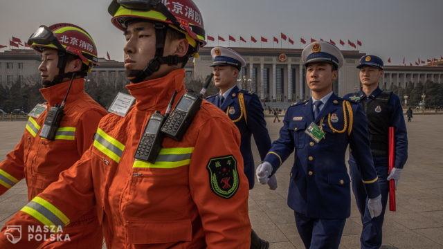 """Segregacja sanitarna w Chinach. """"Paszporty szczepień"""" dla podróży zagranicznych"""