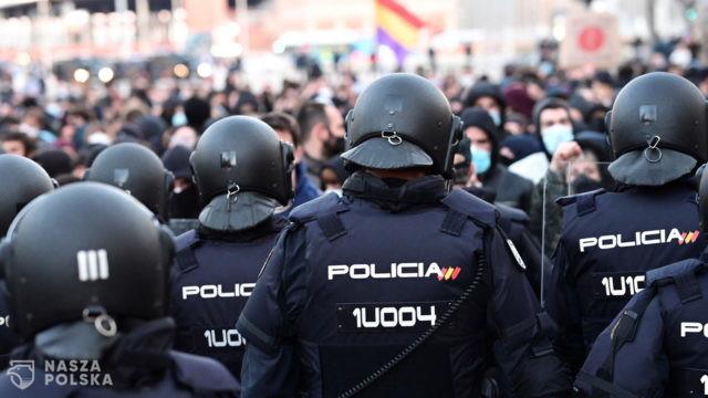 Hiszpania/ Tysiące osób na protestach przeciwko uwięzieniu rapera Pablo Hasela
