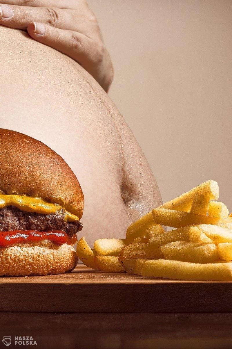 Eksperci ostrzegają: Nadwaga to wyższe ryzyko ciężkiego COVID-u