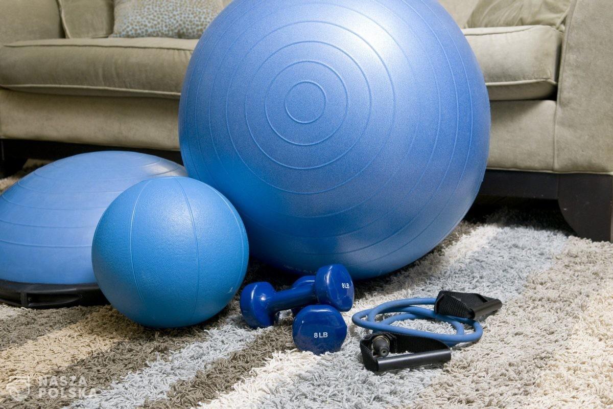 Treningi online pomagają radzić sobie ze stresem i dolegliwościami kręgosłupa
