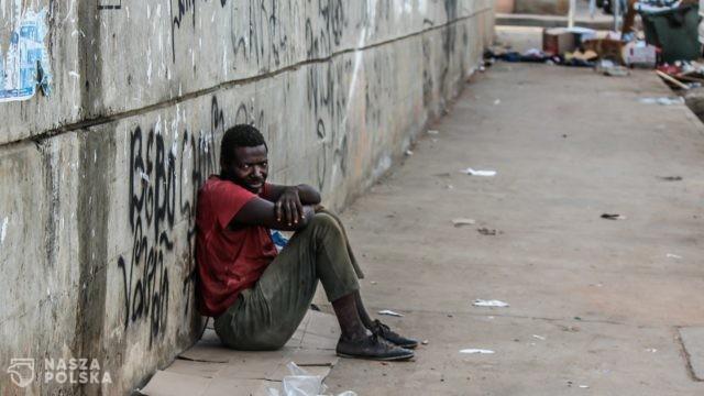Raport: przez pandemię ponad 131 mln osób na świecie popadło w biedę