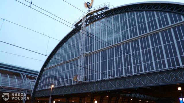 Ewakuacja dworca centralnego w Amsterdamie po znalezieniu podejrzanego pakunku
