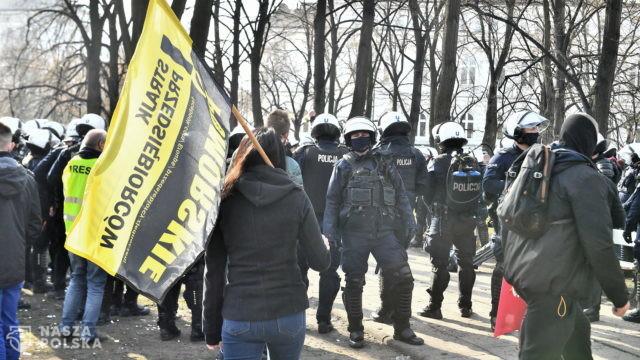 Warszawa/ Strajk przedsiębiorców. Policja zatrzymała co najmniej 6 osób w tym Pawła Tanajno