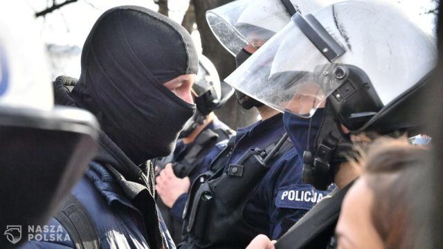 Policja: w związku z sobotnim protestem w rejonie pl. Piłsudskiego 11 osób zatrzymanych, 19 mandatów, 193 wnioski o ukaranie