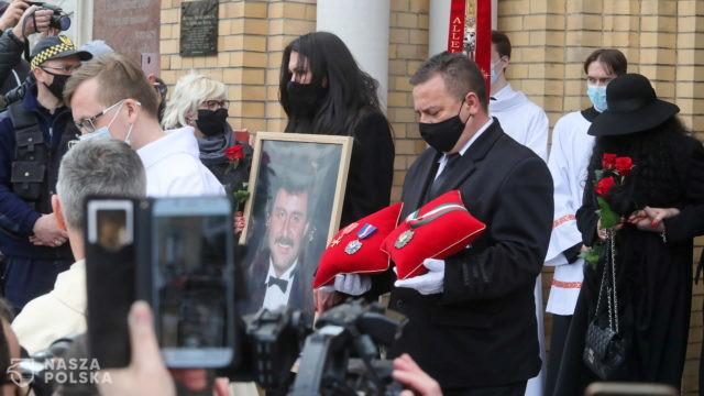 W uroczystościach pogrzebowych Krzysztofa Krawczyka bierze udział tylko 75 osób