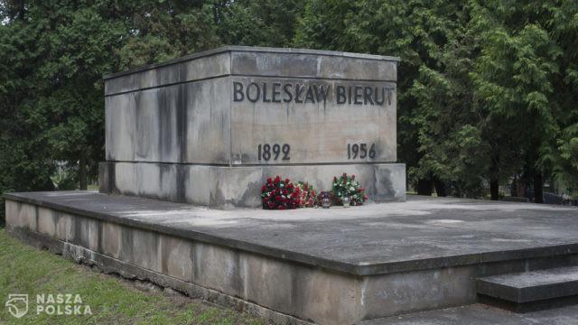 Petycja/ Walczą o ekshumację komunistów z Wojskowych Powązek