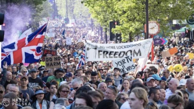 Tysiące osób protestowało w Londynie przeciwko obostrzeniom