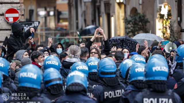 Protestujący w Rzymie przedstawiciele branży gastronomicznej rzucali w policję petardami