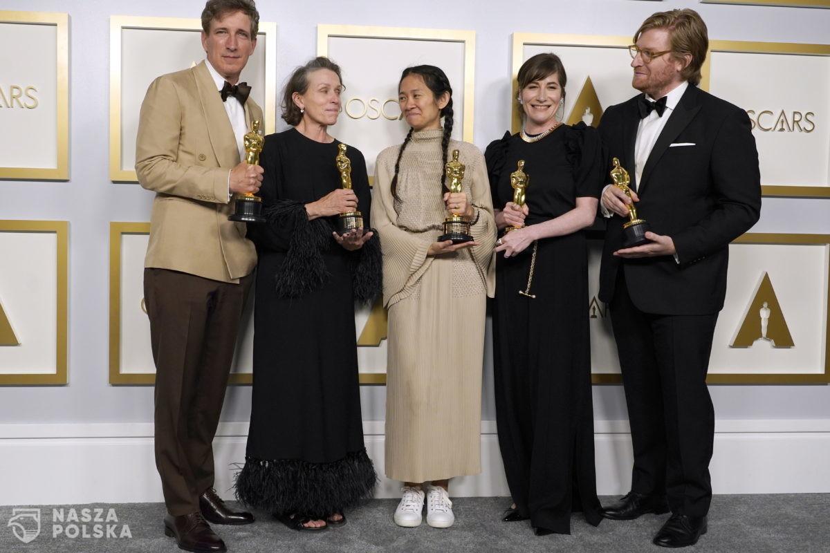 Krytyk filmowy: Oscar dla Zhao – symboliczny; brak Oscara dla Bosemana – odczytywany negatywnie
