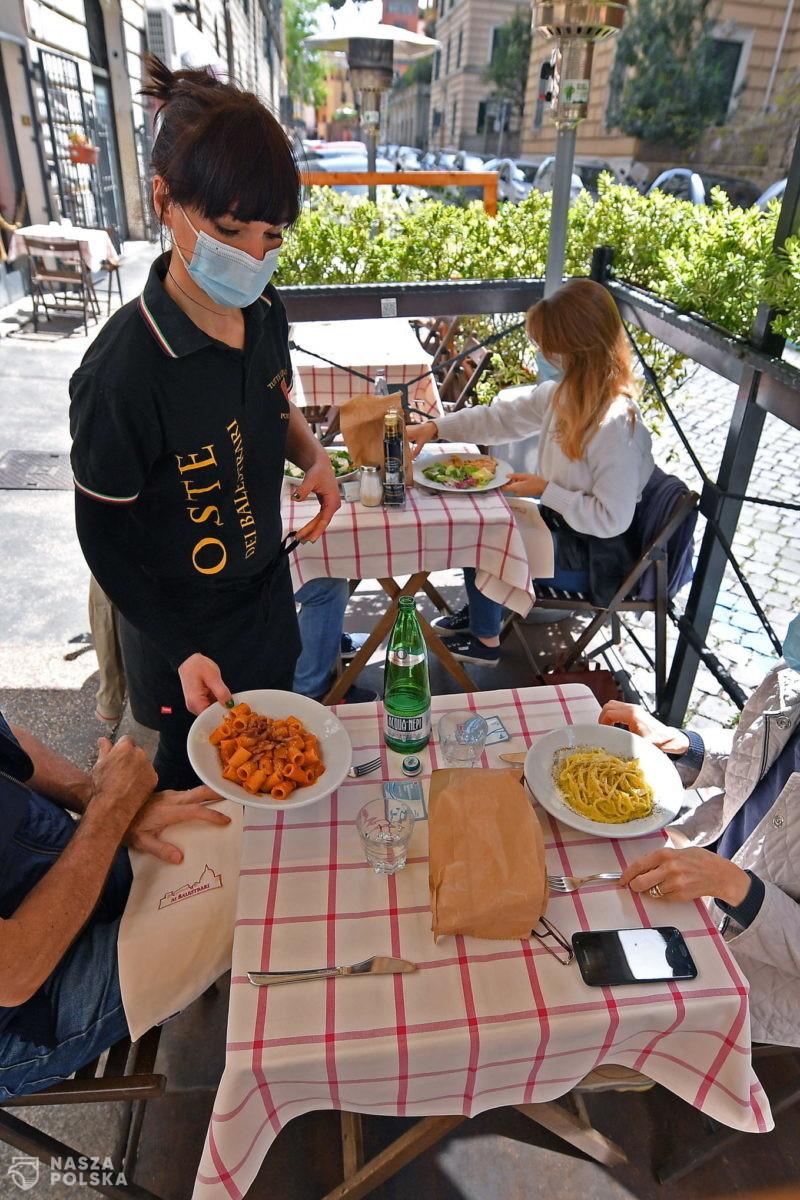 Włochy/ Ekspert: po złagodzeniu restrykcji krzywa zakażeń nie wzrosła