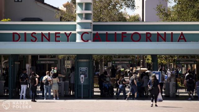 """Kalifornijski Disneyland znów otwarty. Uda się """"przywrócić magię""""?"""