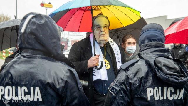 """""""Chryja pod Radiem Maryja"""" bez mandatów, w strugach deszczu"""