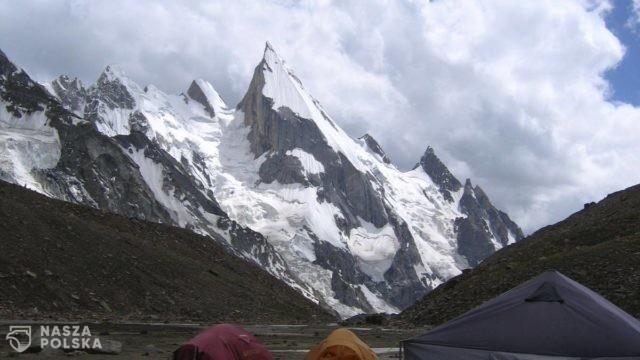 Andrzej Bargiel zdobył szczyt Laila Peak i zjechał z niego na nartach
