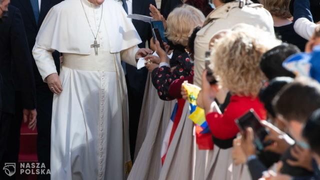 Papież ucałował numer obozowy wytatuowany na ręce więźniarki Auschwitz-Birkenau