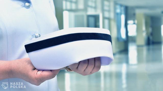 Projekt MZ: Pielęgniarki i ratownicy medyczni będą mogli asystować lekarzom przy operacjach