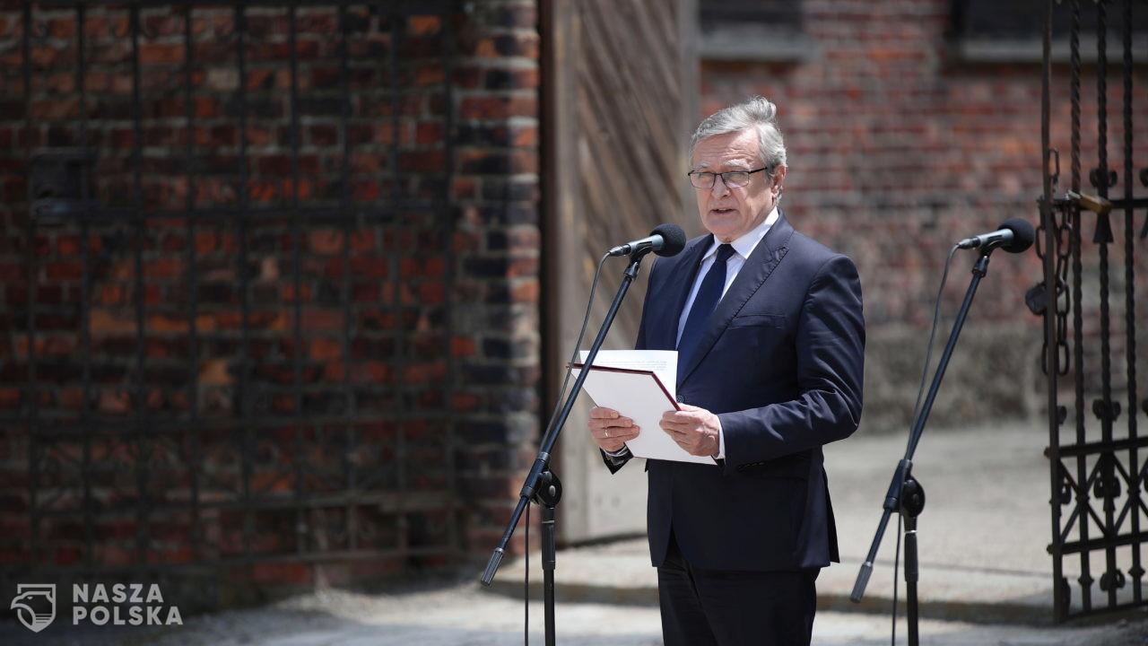 Gliński: ważne jest, abyśmy podtrzymywali pamięć o tym, co wydarzyło się na nieludzkiej ziemi Auschwitz