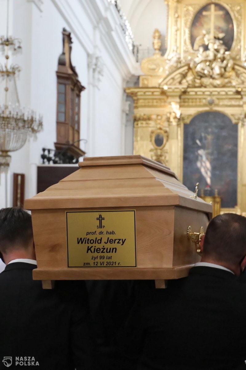 Prof. Witold Kieżun spoczął na Cmentarzu Wojskowym na Powązkach
