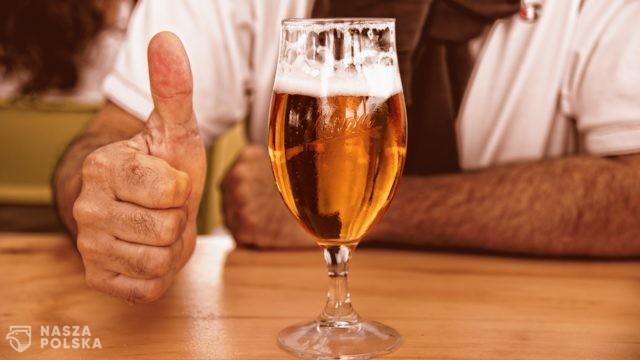 Przeciętny Polak wypija rocznie 136 litrów piwa. Ponad połowa nie utożsamia go nawet z alkoholem