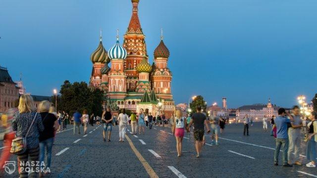 Media o konflikcie Mińska i Kijowa: Dwóch się bije, trzeci – Moskwa, korzysta