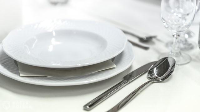 """Francuska kuchnia oskarżona o rasizm: """"Biała zastawa stołowa jest rasistowska"""""""