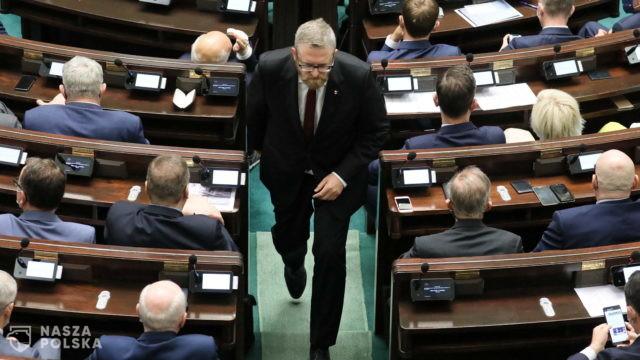 Wielu posłów bez maseczek w Sejmie, wyrzucony tylko Grzegorz Braun
