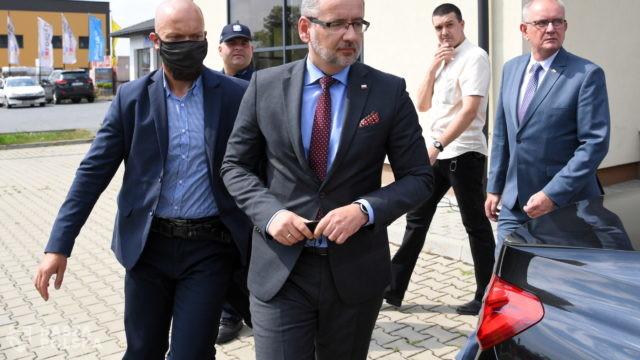 Przeciwnicy szczepień zakłócili konferencję ministra Niedzielskiego
