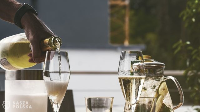 Rosja promuje swój szampan i koniak mimo protestów zagranicznych producentów