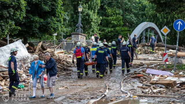 Trwają akcje ratunkowe po powodziach na zachodzie kraju; Merkel: liczba ofiar będzie wysoka