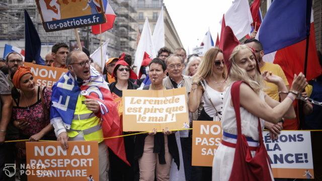 Francja/ Demonstracje przeciw obowiązkowi szczepień i zaświadczeniom sanitarnym