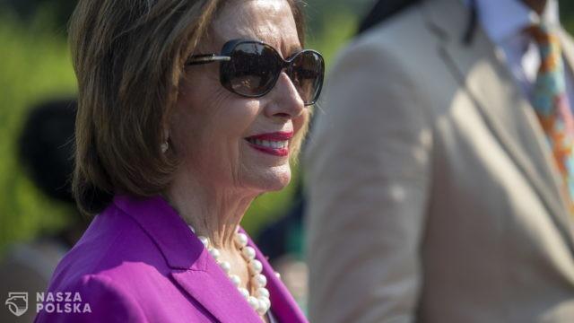 """USA/ Pelosi nazwała lidera Republikanów w Izbie Reprezentantów """"debilem"""" za sprzeciw ws. masek"""